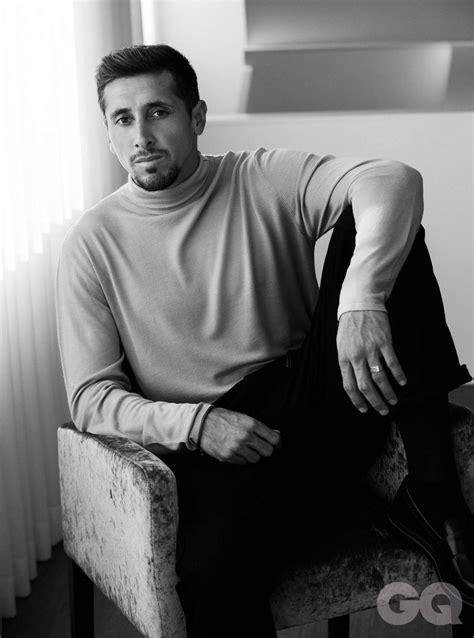Héctor Herrera debuta como modelo de revista