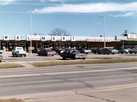 Here s what Walmart looked like when it first opened over ...