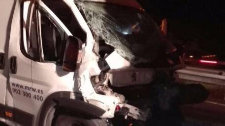 Herido grave al colisionar su furgoneta con un camión en ...
