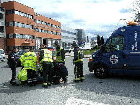 Herido grave un motorista en un choque en la rotonda de ...