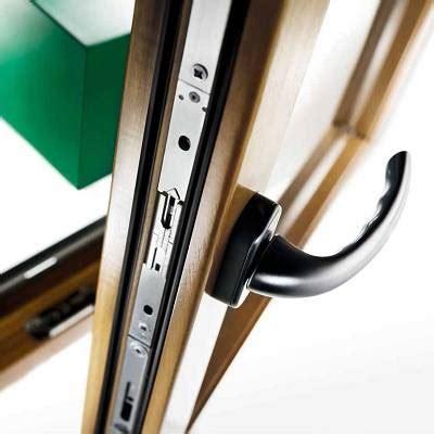 Herrajes para puertas correderas lineales y elevables CS y ...