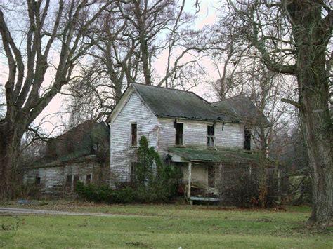Hillsboro, Ohio | A beaut of a collapsing farmhouse on ...