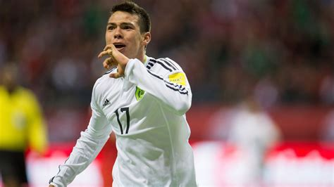 Hirving Lozano Rumored to Be Joining Manchester United