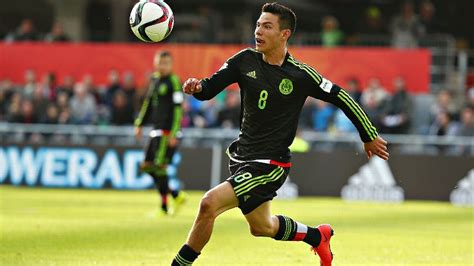 Hirving Lozano to sign for Manchester United after ...