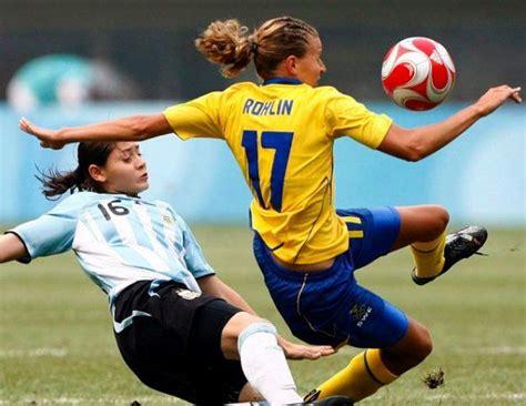 Histórico: el fútbol femenino se cuela en la pequeña ...