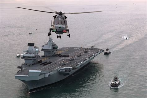 HMS Queen Elizabeth makes first entry | Royal Navy