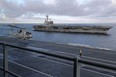 HMS Queen Elizabeth meets up with US carrier group off ...