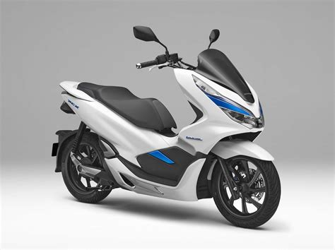 Honda Debuts Hybrid and Electric Scooters for 2018 ...