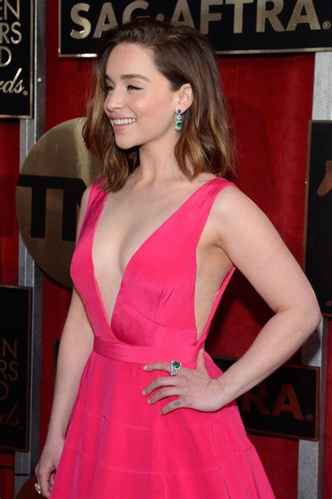 Hot Emilia Clarke Boobs   Barnorama