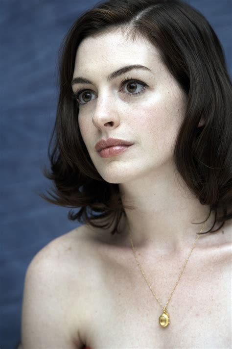 hot pictures free: Anne Hathaway Hot Pictures