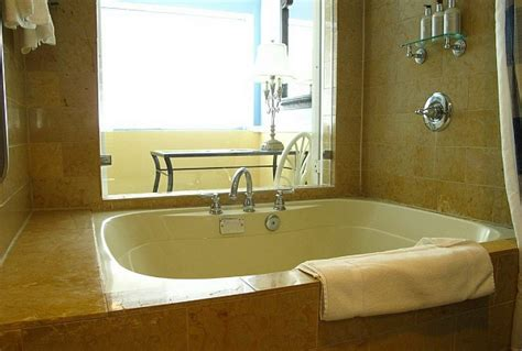 Hotel Rooms with Jacuzzi Suites & Hot Tubs   Excellent ...