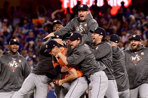 How the 2017 World Series  final out calls sounded on TV ...