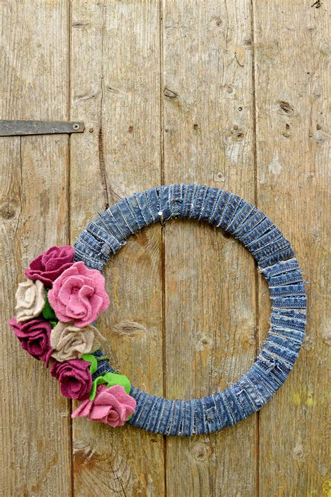 How To Make A Denim Wreath With Felt Roses   Pillar Box Blue