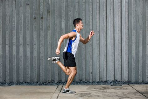 How To Perfect Your Running Posture   Men s Running ...