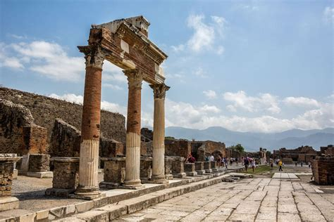 How to Visit Pompeii when Traveling Between Rome and ...