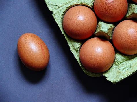 Huevos: mas oferta que demanda empuja los precios a la baja