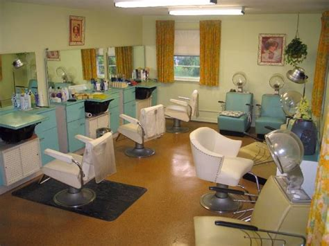 I want some vintage beauty shop stuff in my dressing ...