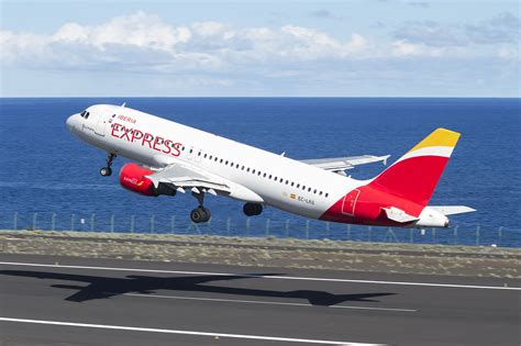 Iberia Express offers new Christmas flights to the Canary ...