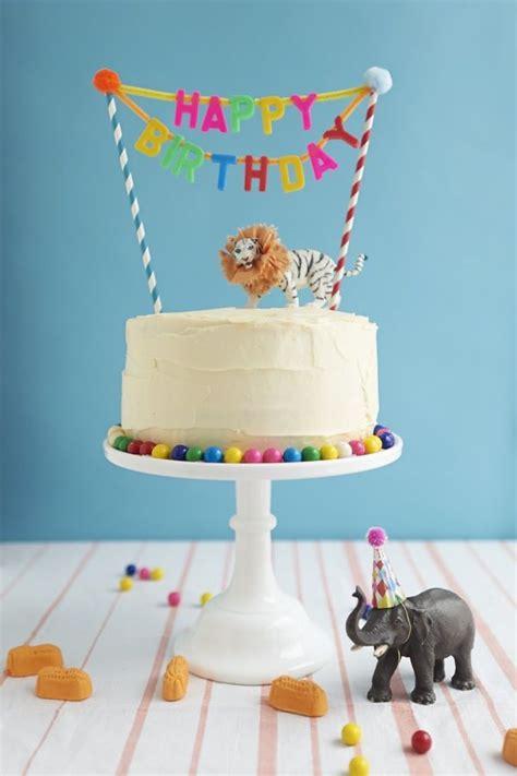 Ideas para Decorar las tartas con animales de juguete ...
