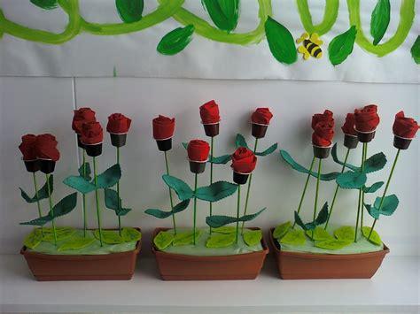 Idees magistrals: Roses amb material reciclat | SANT JORDI ...