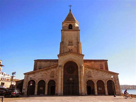 Iglesia de San Pedro en Gijón, un templo al lado del mar.