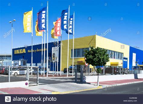 Ikea dh SUPERSTORE EUROPE drapeaux et Ikea shop entrée ...