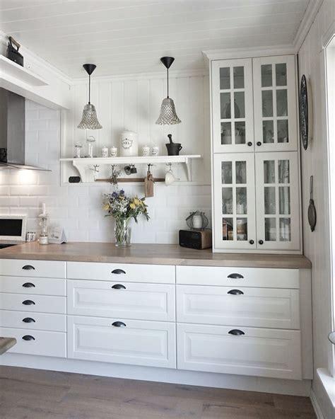 IKEA kitchen ! Vitrina #behindabluedoor #kitchen | Inreda ...