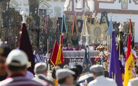 Imágenes de la misa de romeros oficiada en El Rocío por el ...
