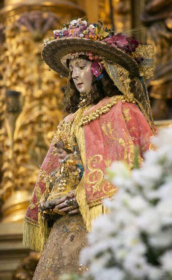 Imágenes de la Virgen del Rocío vestida de Pastora para La ...