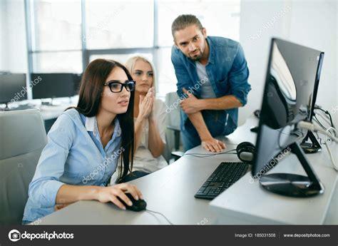 Imágenes: oficina con personas | Oficina. Personas que ...