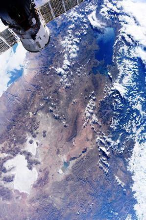 Impactante imagen del Titicaca y el Salar de Uyuni desde ...