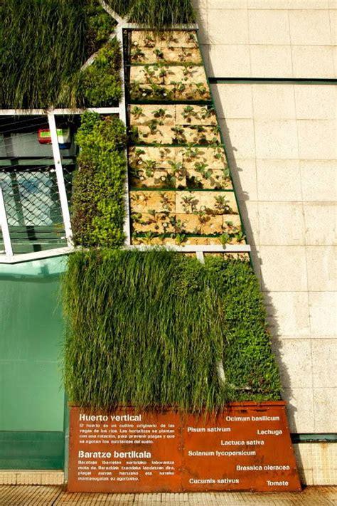 Impresionante fachada vegetal en el Palacio de Congresos ...