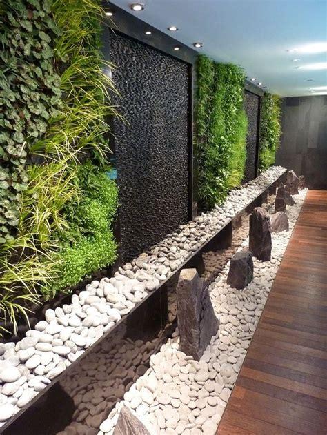 Inamo restaurant green wall, Regent St   Innengarten ...