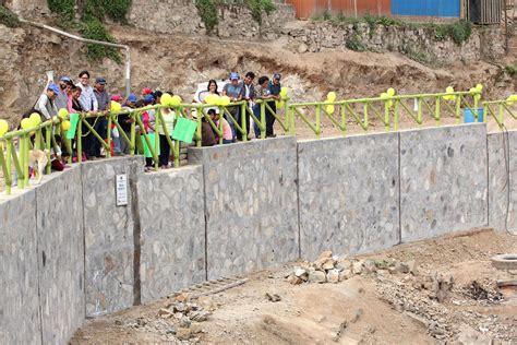 Inauguran cuatro muros de contención en AAHH de San Juan ...