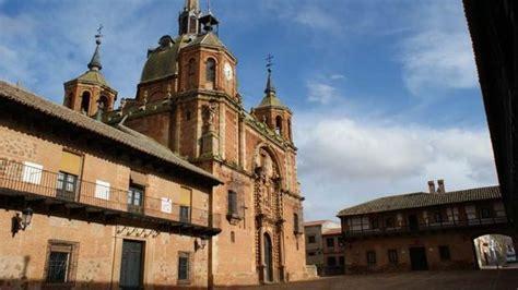 Indignación en San Carlos del Valle con el párroco del pueblo