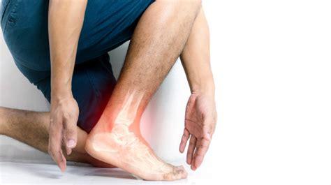 Inflamación del tobillo óseo de humanos con inflamación ...