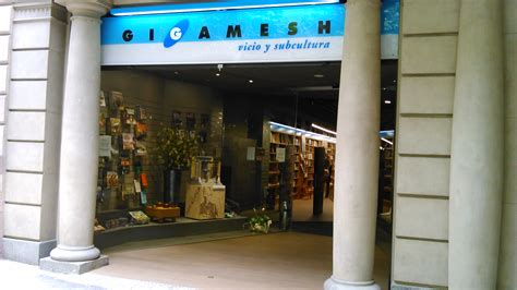 Instal·lacions de mobiliari a botiga Gilgamesh – Bellmoble ...