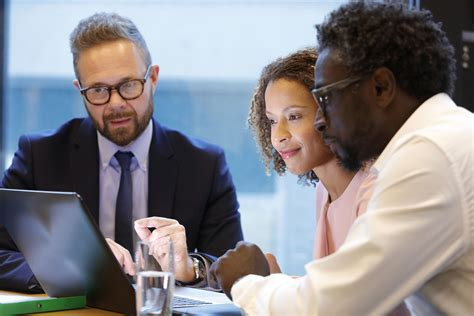 Investment Banker: Job Description & Average Salary