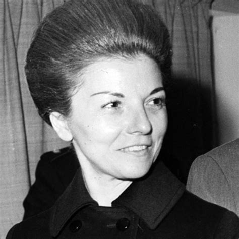 Isabel Perón reapareció y despidió al  Momo  Venegas   El ...