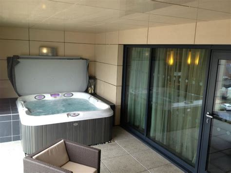 Jacuzzi hot tub   Picture of Casa Hotel, Chesterfield ...