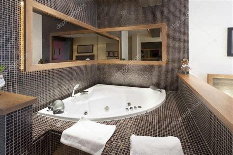 Jacuzzi in hotel room interior — Stock Photo  rilueda ...