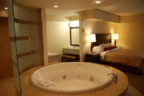 Jacuzzi Suite   Picture of Travelodge Hotel Saskatoon ...