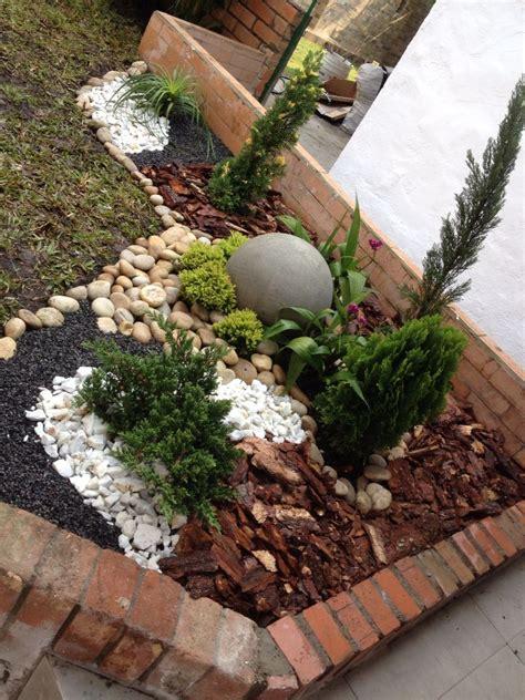 Jardín seco exterior | Jardín seco, Jardín con piedras ...
