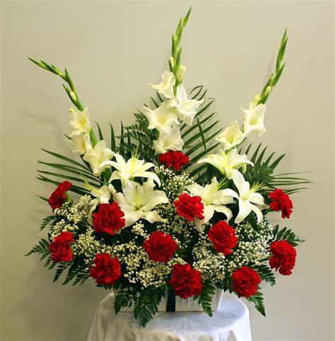 Jardinera de clavel, gladiolo y lilium 40€   Floristería ...
