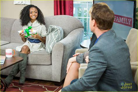 Jessie série BR: Skai Jackson participa do Home & Family