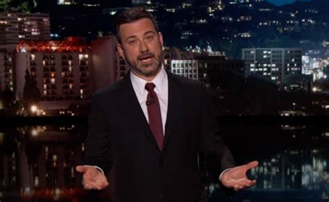 Jimmy Kimmel llora por enfermedad de su pequeño hijo en TV