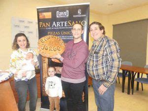 Jorge Molina recibe dos meses de pan gratis de parte de ...