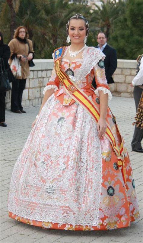 Juegos de Historia | Juego de Sobre la vestimenta fallera ...