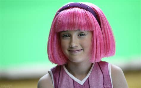 Julianna Rose Mauriello | Pink hair, Bernadette peters ...
