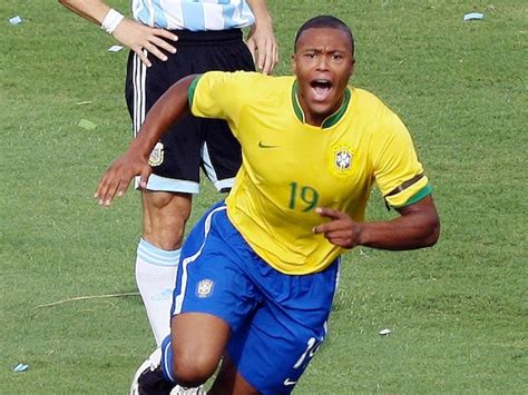 Julio Baptista  on the verge of Bolton Wanderers deal ...